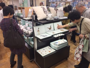 Japanese consumers get up close to the Wrendale tablemats from Portmeirion.