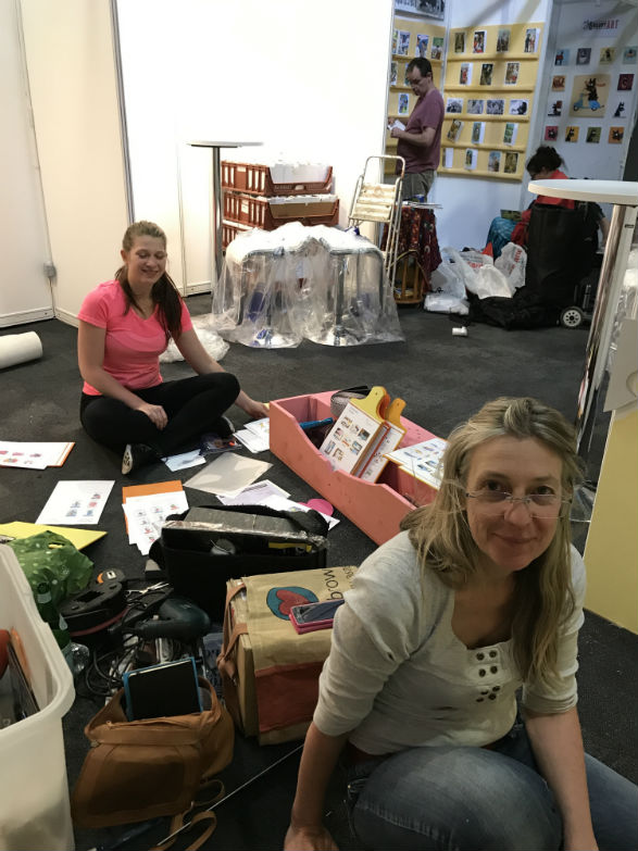 lovelyday.gallery's Anna and Rosa are not 'floored' by the challenge.