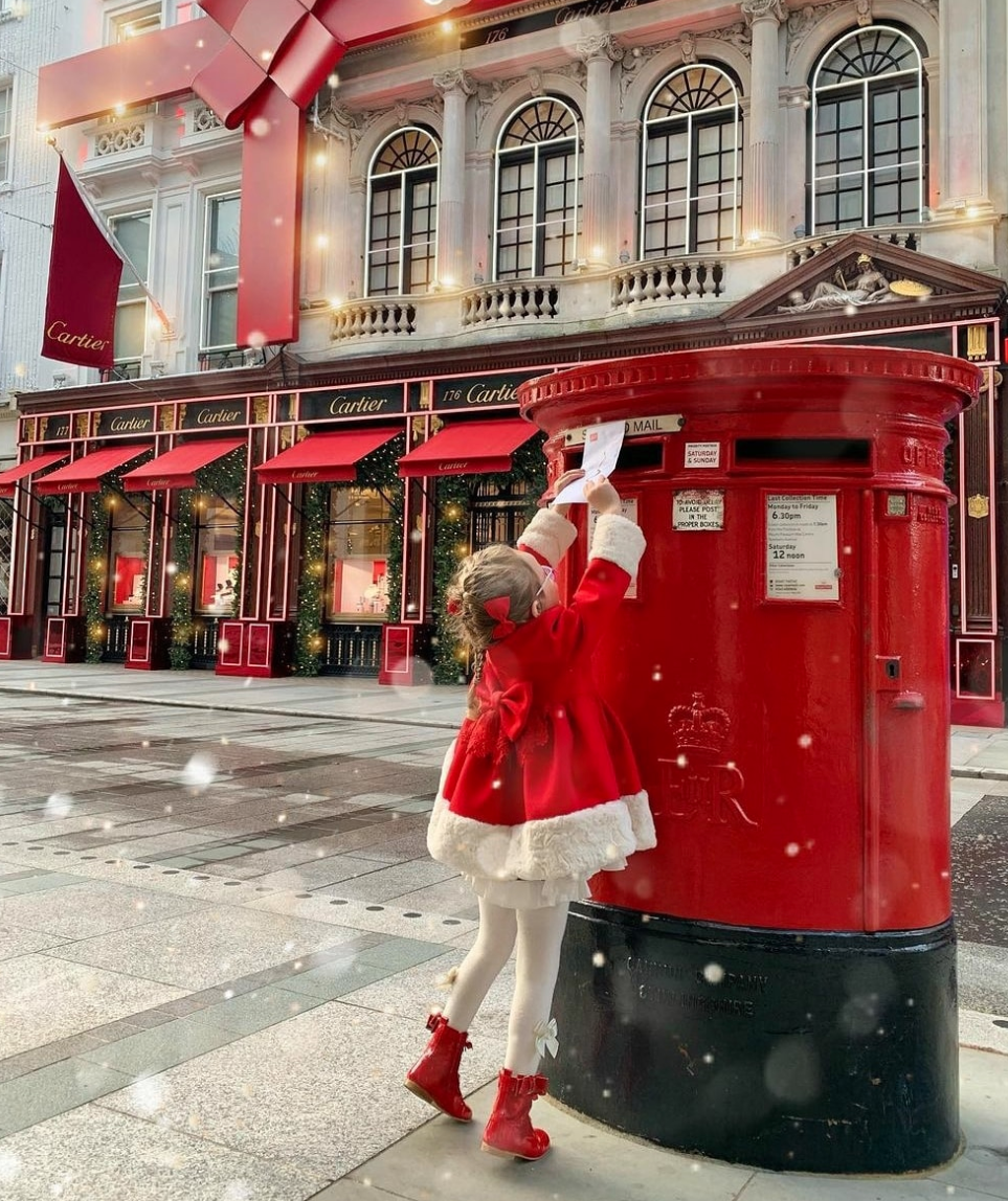 Above: Our friends and family down under are set to receive more Christmas cards from the UK consumers than any other country.