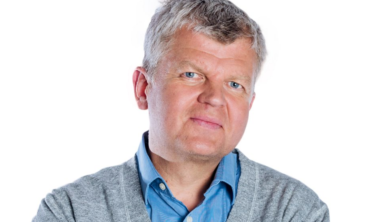 Above: Radio presenter Adrian Chiles gave considerable airtime to his programme on October 6 to the shipping issue.